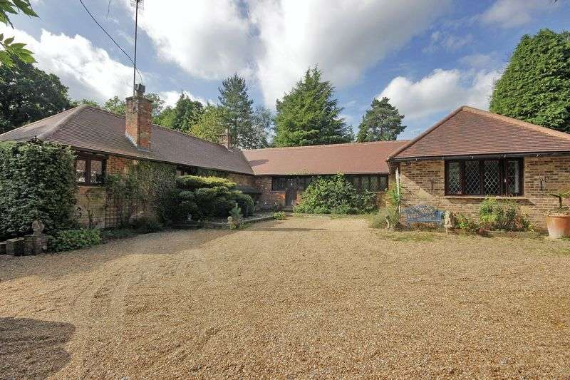 4 Bedrooms Detached Bungalow for sale in Herons Lea, Domewood, Surrey