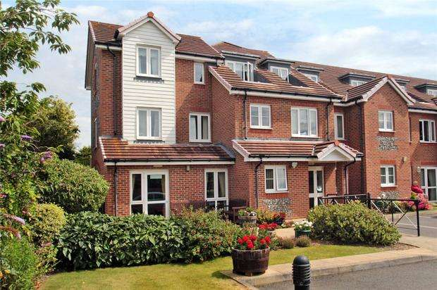 2 Bedrooms Retirement Property for sale in Francis Court, 47 Church Street, Littlehampton, West Sussex, BN17