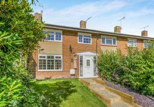 3 Bedrooms Terraced House for sale in Maiden Lane, Crawley, West Sussex