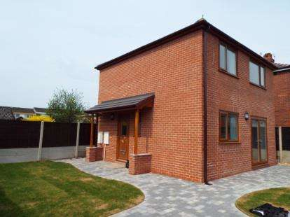 2 Bedrooms Detached House for sale in Hillcrest Avenue, Ingol, Preston, Lancashire, PR2