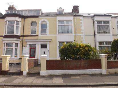 6 Bedrooms Terraced House for sale in Beach Road, South Shields, Tyne and Wear, NE33
