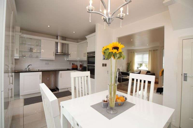 2 Bedrooms Terraced House for sale in Oakwood Grove, Radcliffe, M26