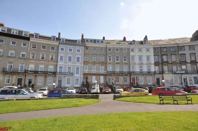 2 Bedrooms Flat for sale in Royal Crescent, Whitby