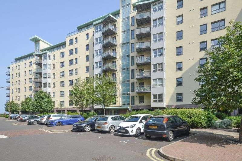 2 Bedrooms Flat for sale in 7/18 Portland Gardens The Shore Edinburgh, EH6 6NQ