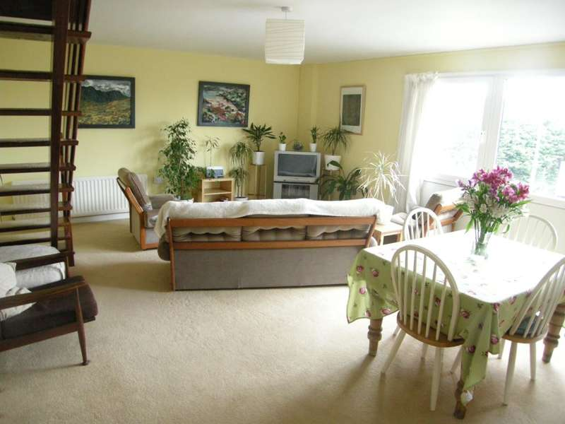 2 Bedrooms Flat for sale in Flat 3, Bishops Park House, Upper Lamphey Road, Pembroke