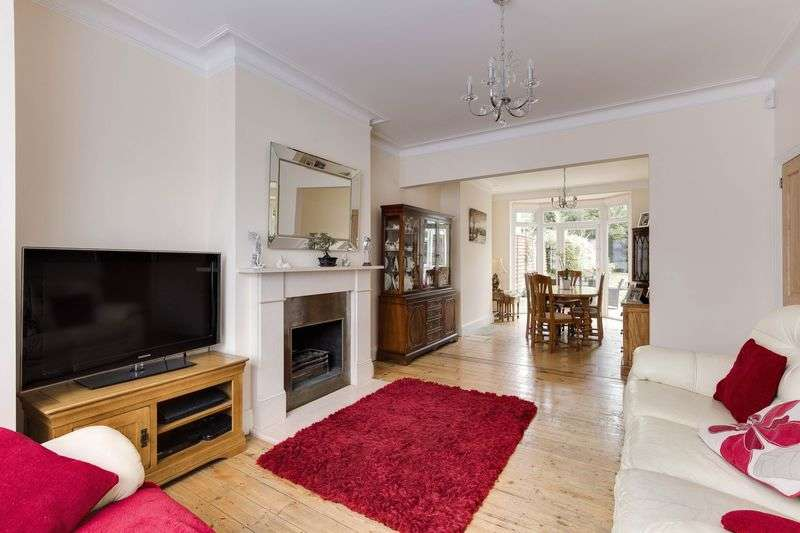 3 Bedrooms Semi Detached House for sale in Faversham Avenue, Enfield