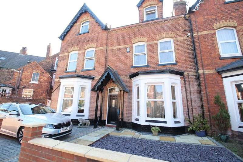 4 Bedrooms Terraced House for sale in Avenue Road, Scarborough YO12 5JX