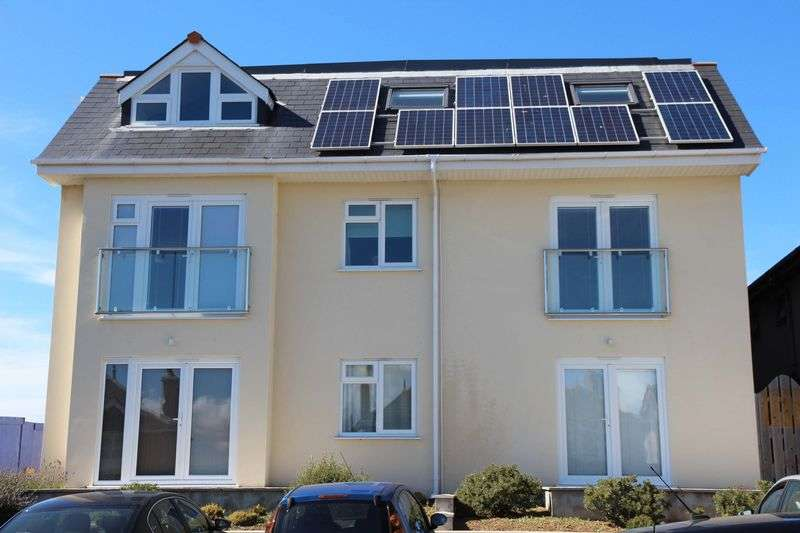 2 Bedrooms Flat for sale in Edgcumbe Gardens, Newquay
