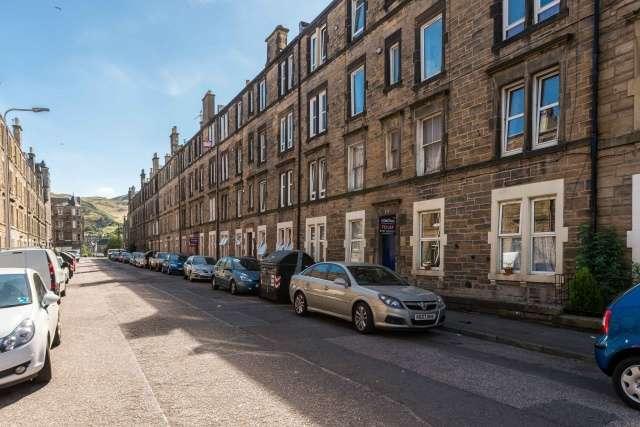 2 Bedrooms Flat for sale in Dalgety Avenue, Meadowbank, Edinburgh, EH7 5UG