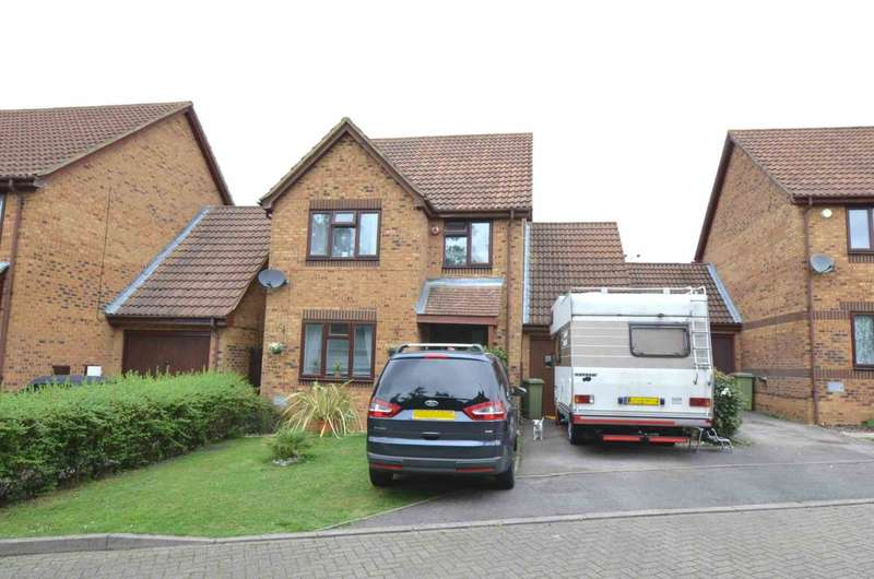 4 Bedrooms Detached House for sale in Bradville