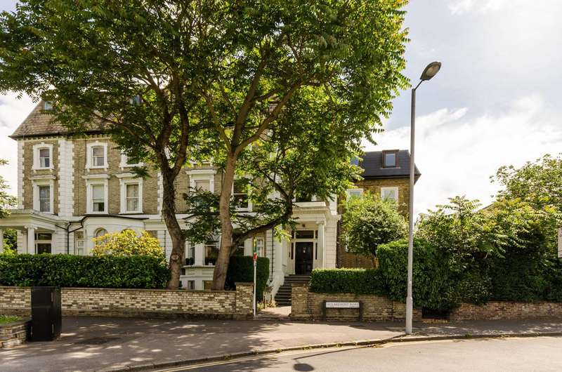 1 Bedroom Flat for sale in Claremont Road, Surbiton, KT6