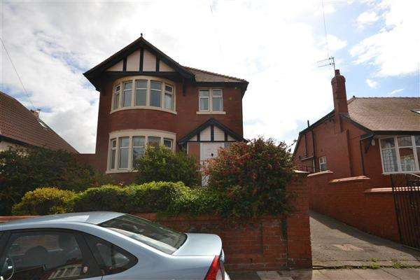 4 Bedrooms Detached House for sale in Sandhurst Avenue, Blackpool