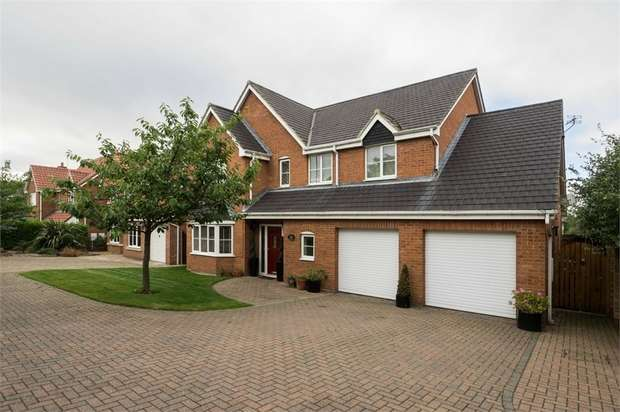 5 Bedrooms Detached House for sale in Monkton Rise, Guisborough, North Yorkshire