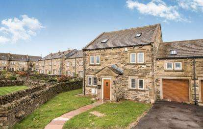 5 Bedrooms Link Detached House for sale in Denholme House Farm Drive, Denholme, Bradford, West Yorkshire