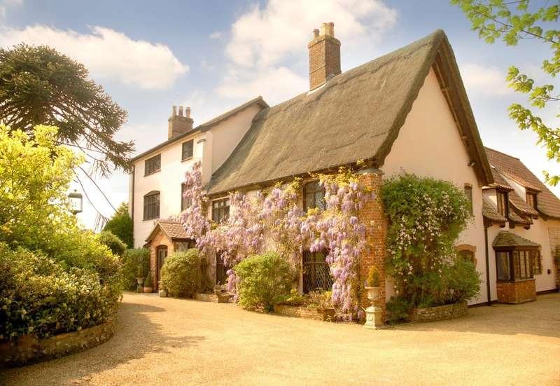 6 Bedrooms House for sale in School Road, Lingwood, Norwich