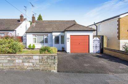 3 Bedrooms Bungalow for sale in Buckhurst Hill, Essex