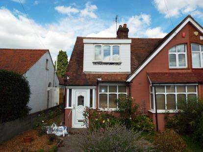3 Bedrooms Semi Detached House for sale in Bullsmoor Lane, Enfield