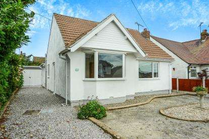 2 Bedrooms Bungalow for sale in Penrhos Drive, Penrhyn Bay, Llandudno, Conwy, LL30