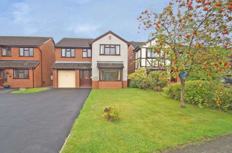 4 Bedrooms Detached House for sale in Newton Road, Aston Fields. Bromsgrove.