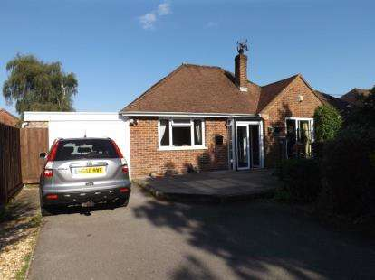 4 Bedrooms Bungalow for sale in Winsor, Southampton, Hampshire