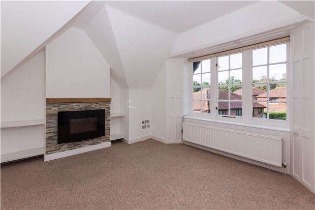 2 Bedrooms Flat for sale in Sandrock Hall, The Ridge, HASTINGS, East Sussex, TN34