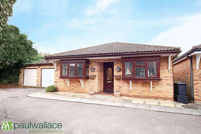 2 Bedrooms Detached Bungalow for sale in 2 Lindsay Place, Cheshunt