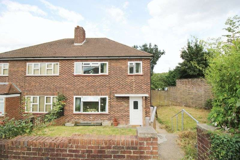 3 Bedrooms Semi Detached House for sale in Daleside Close, Chelsfield