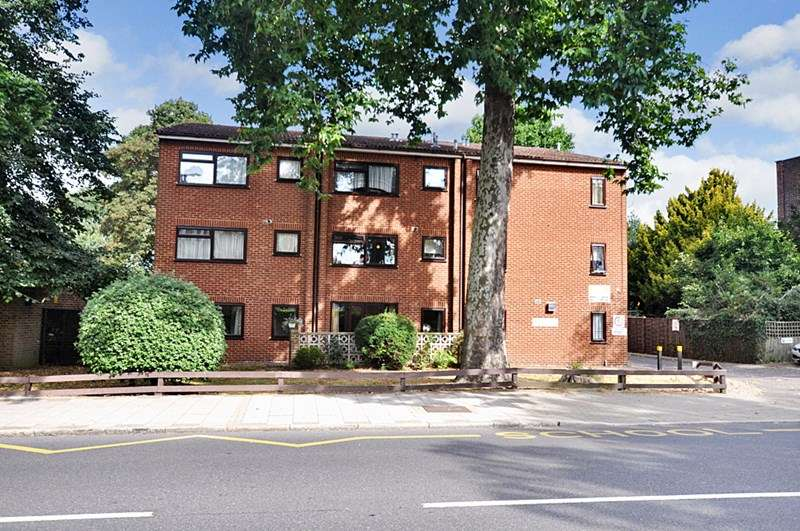 1 Bedroom Retirement Property for sale in Holmoaks House, Beckenham, BR3 5PA