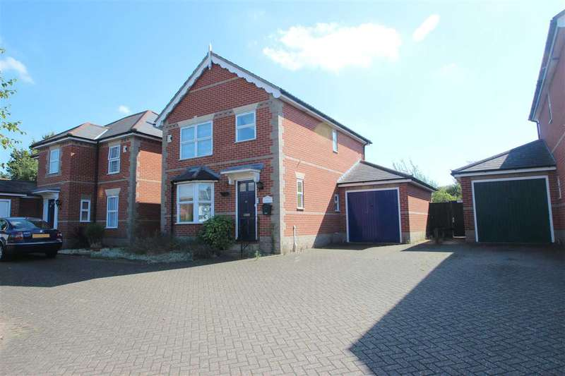 3 Bedrooms Detached House for sale in Bromley Road, Bromley Heights, Colchester
