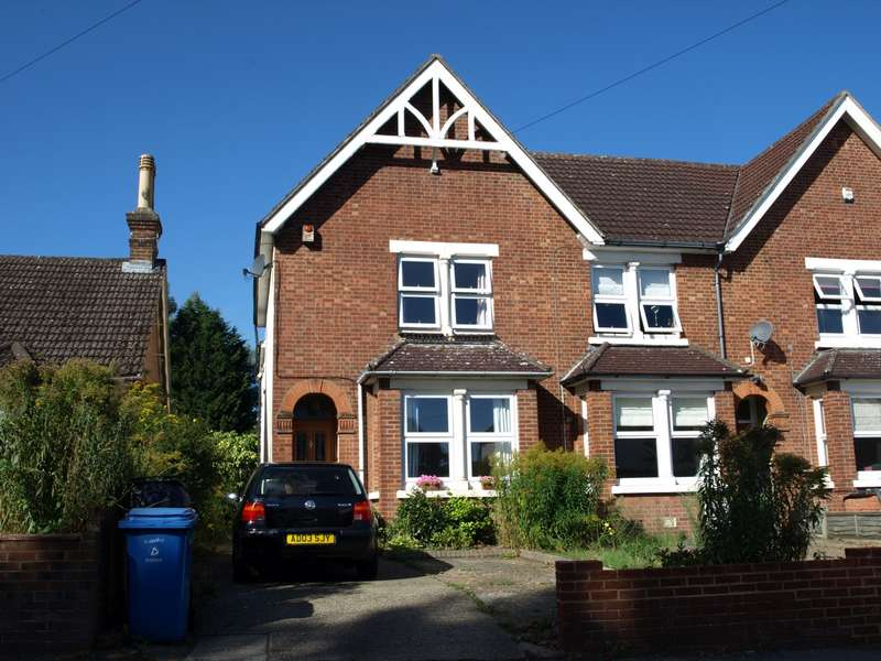 3 Bedrooms End Of Terrace House for sale in Park Road, Farnborough, GU14