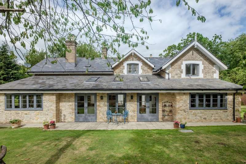 4 Bedrooms Detached House for sale in Binstead, Isle Of Wight