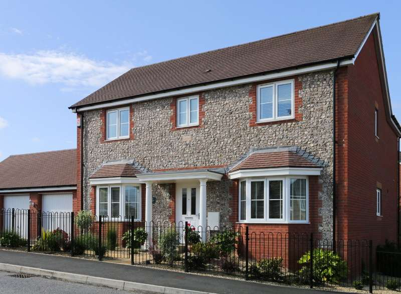 4 Bedrooms Detached House for sale in Larkspur Drive, Newton Abbot