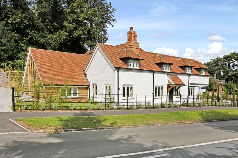 4 Bedrooms Detached House for sale in Henley Road, Marlow, Buckinghamshire, SL7