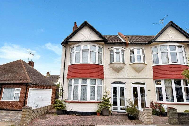 4 Bedrooms Semi Detached House for sale in Woodfield Park Drive, Leigh-On-Sea