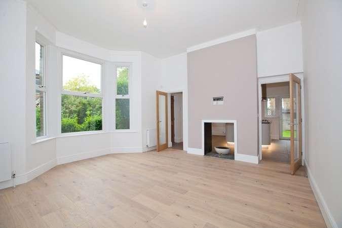 2 Bedrooms Flat for sale in Burlington Gardens, Chiswick