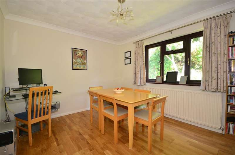 4 Bedrooms Detached House for sale in Brookfield Gardens, Ryde, Isle of Wight