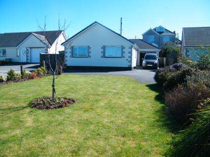 3 Bedrooms Bungalow for sale in Redruth, Cornwall