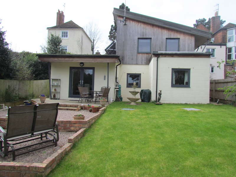 3 Bedrooms Detached House for sale in Henwick Road, Worcester, St. Johns, Worcester, WR2