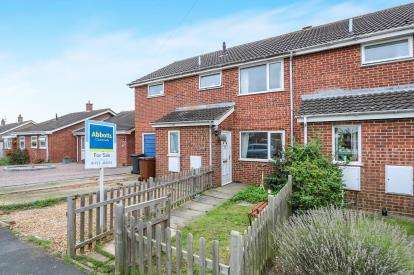 4 Bedrooms Semi Detached House for sale in Attleborough