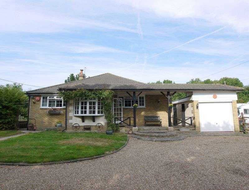 4 Bedrooms Detached Bungalow for sale in Well Hill, Orpington