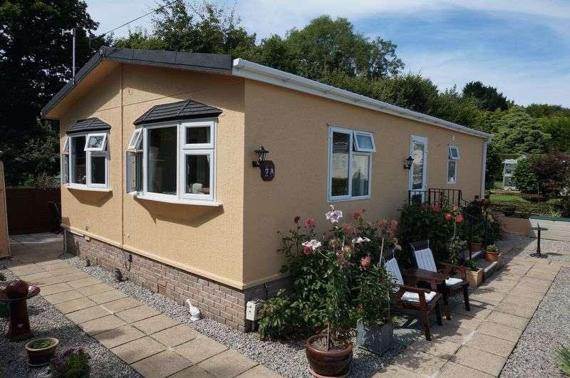 2 Bedrooms Detached Bungalow for sale in Honicombe Park, Callington