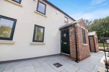 3 Bedrooms Cottage House for sale in Crown Inn Cottages, Fingerpost Lane, Norley