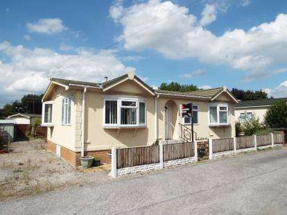 2 Bedrooms Mobile Home for sale in Tilbey Drive, Frodsham Park Homes, Marsh Lane, Frodsham, WA6