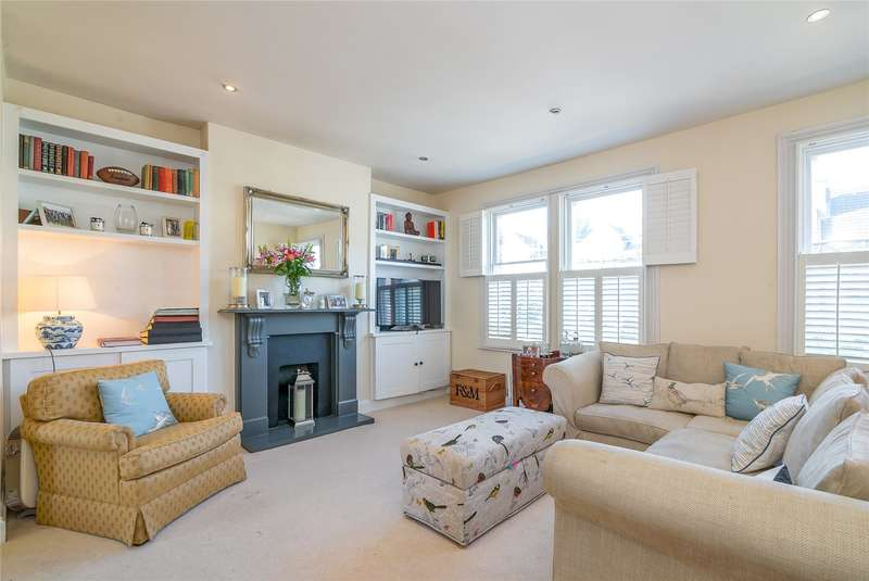 2 Bedrooms Flat for sale in Dempster Road, London, SW18