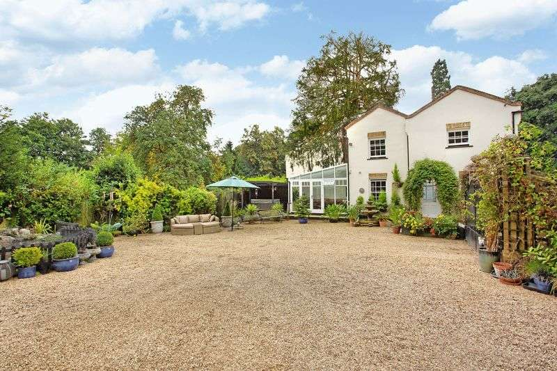 3 Bedrooms Detached House for sale in Great Amwell, Hertfordshire