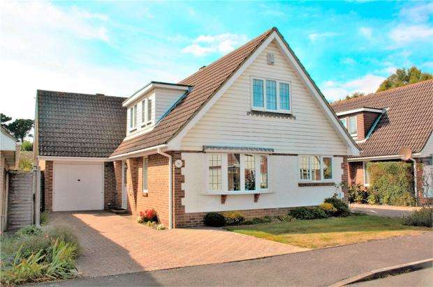 3 Bedrooms Detached House for sale in Greenwood Drive, The Dell, Angmering, West Sussex, BN16