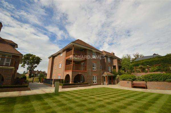 2 Bedrooms Apartment Flat for sale in Nelson House, Hammers Lane, London