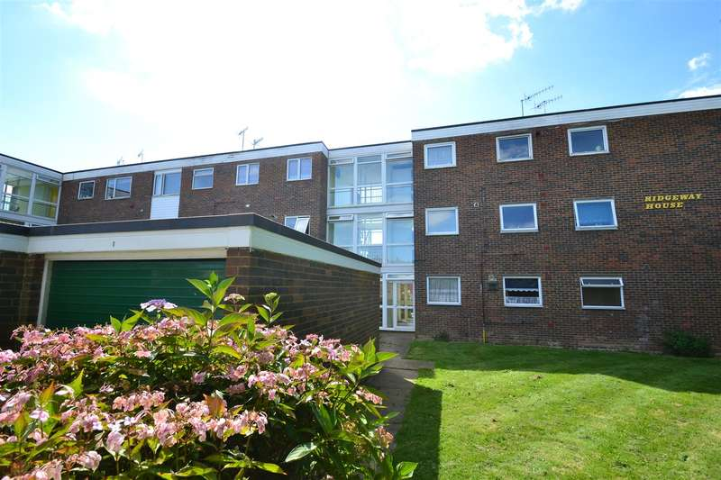 2 Bedrooms Flat for sale in Ridgeway, Horley
