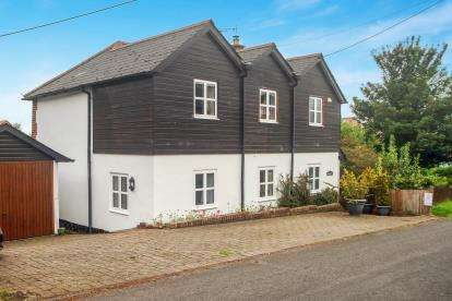 4 Bedrooms Detached House for sale in Winterslow, Salisbury, Wiltshire