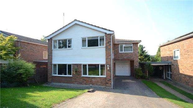 5 Bedrooms Detached House for sale in 11 Maple Close, Little Sandhurst, Berkshire, GU47 8HX